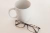 眼鏡のフレームで人気の40代女性向けを紹介!若く魅える色は?